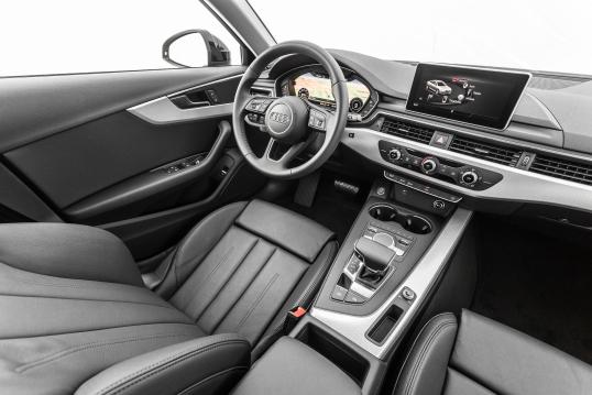 Audi A4 2016 fullan skerm
