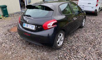 Peugeot 208 2013 fullan skerm